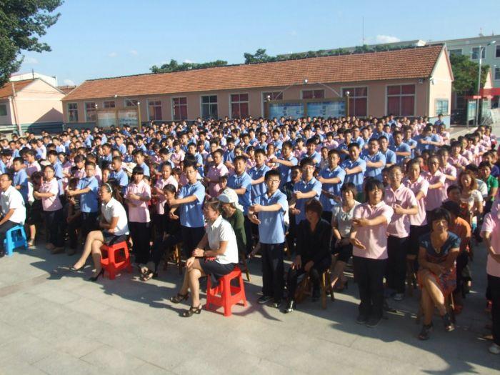 山东卫视天下父母,中华慈善总会父母学堂感恩教育 走进土山中学